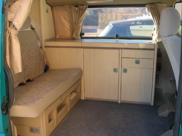 equipements et caractristiques du california. Black Bedroom Furniture Sets. Home Design Ideas